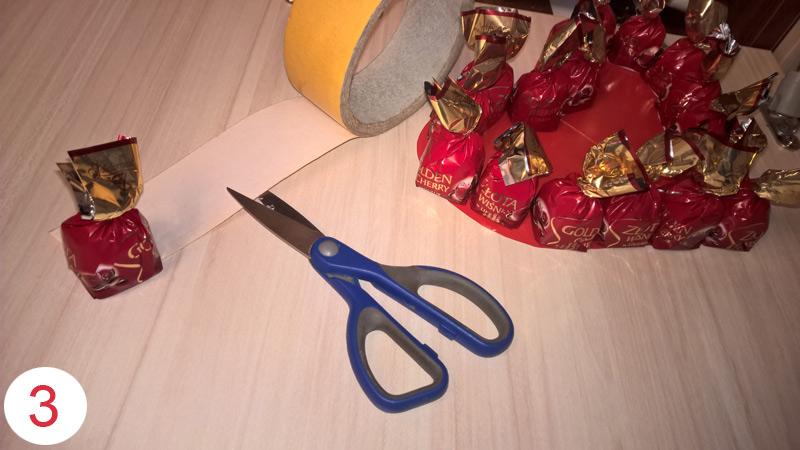 Валентика из конфет своими руками шаг 3