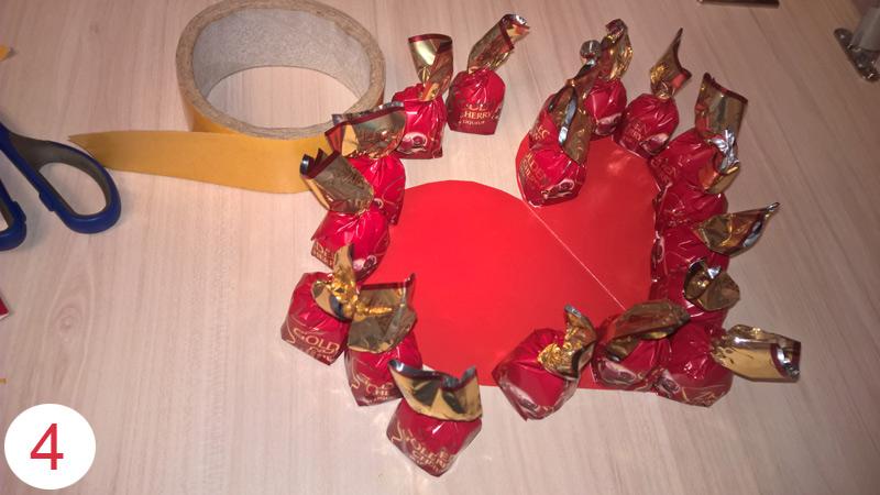 Подарок ко дню влюбленных из шоколадных конфет мастер класс шаг 4